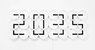 This Amazing Clock Uses 24 Perfectly Synchronized Small Clocks To Tell The Time
