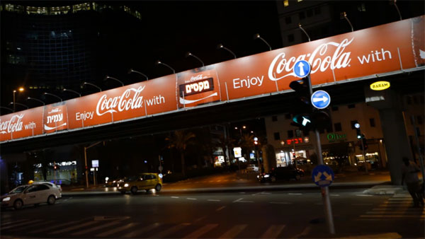 Coke Creates Personalized Billboards That Flash Your Name When You Approach