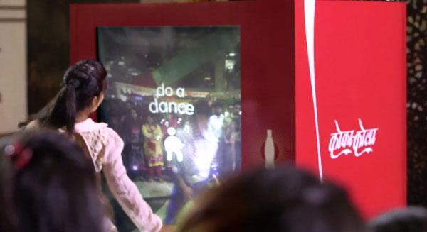 coke-small-world-machines-india-pakistan-dance