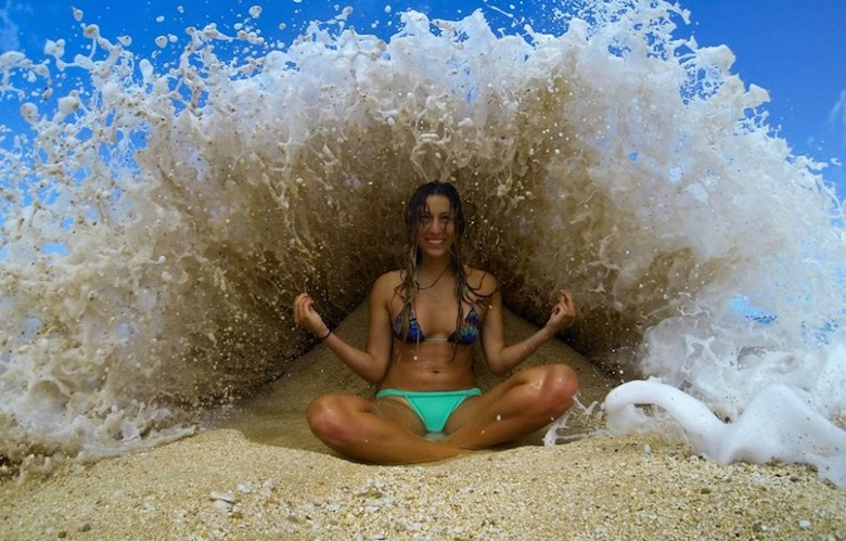 Perfectly Timed Photos That Will Make You Look Twice - 21 unbelievable photos that will make you look twice