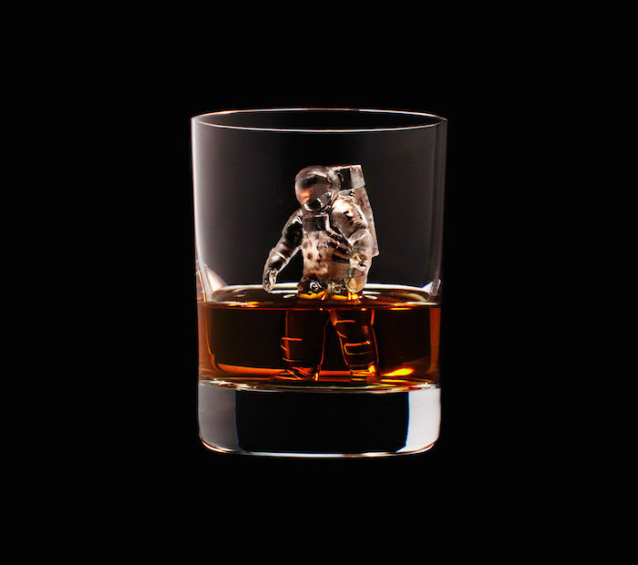 Suntory Whisky - 3D On The Rocks - Astronaut