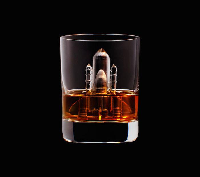 Suntory Whisky - 3D On The Rocks - Shuttle