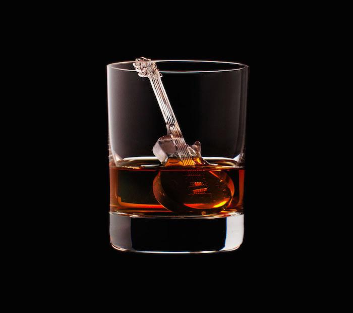 Suntory Whisky - 3D On The Rocks - Guitar