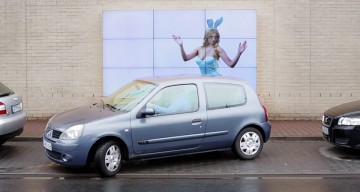 Here's A Clever Digital Billboard From Fiat That Helps Drivers Parallel Park