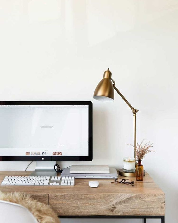 42 Beautiful, Minimal Workstations For Your Inspiration