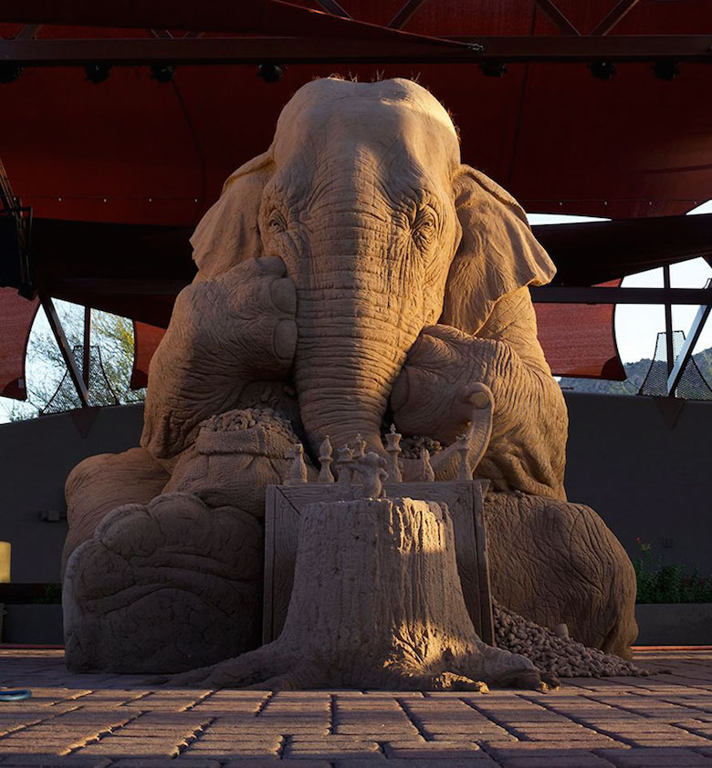 Sand sculpture of Elephant playing chess with a mouse - 1