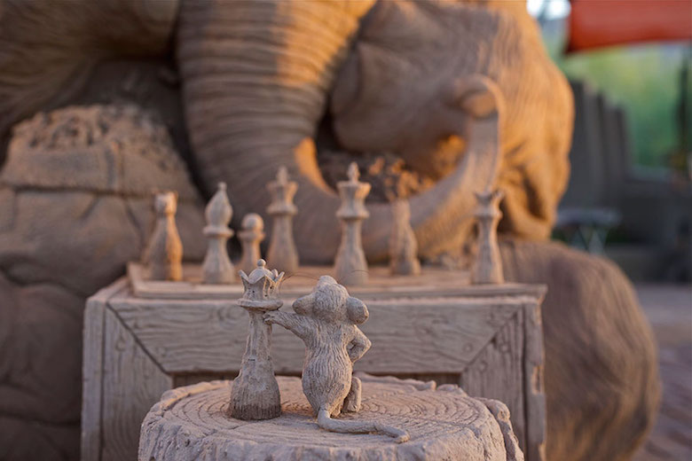 Sand sculpture of Elephant playing chess with a mouse - 2