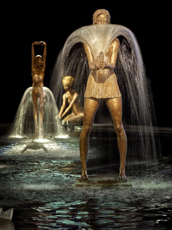 Bronze water fountain sculptures by Malgorzata Chodakowska (8)