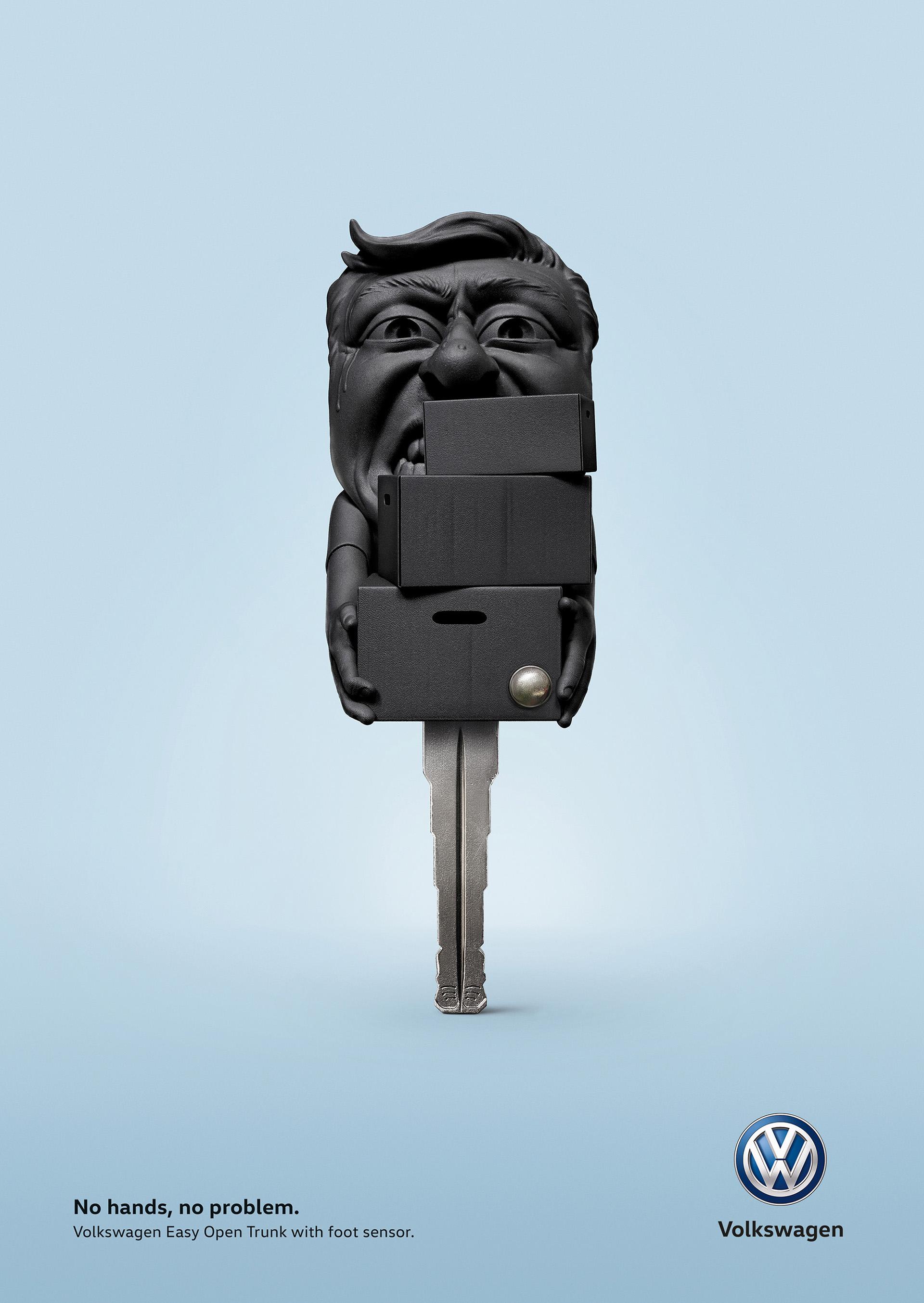 Volkswagen: No hands, no problem - Easy Open Trunk with foot sensor (1)