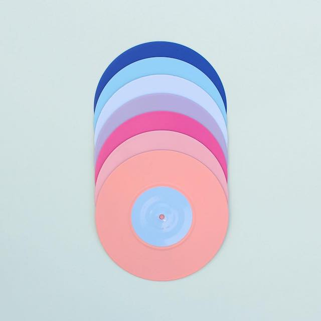 Beautiful photos of color gradients in everyday objects - 1