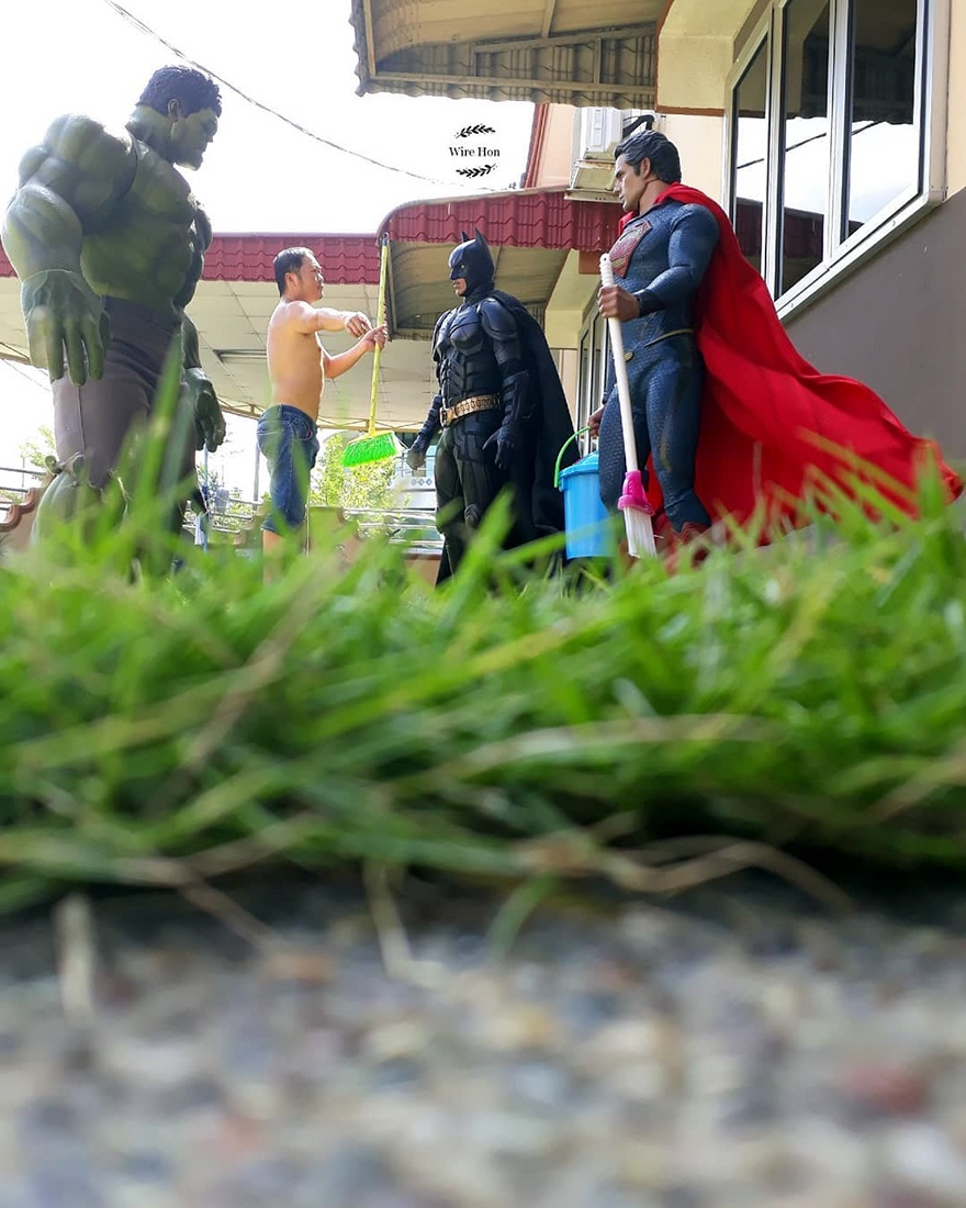 Forced perspective photography with toy superheroes - 1a
