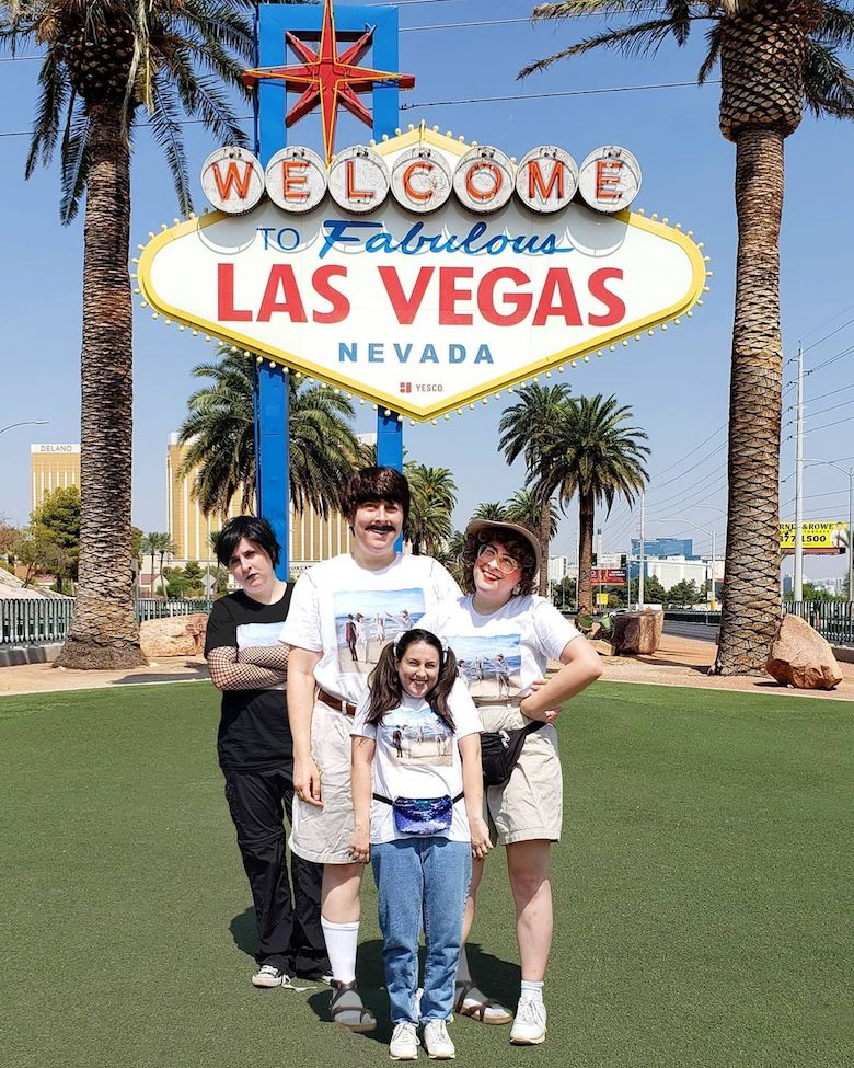 Designer takes Photoshopped family on road trip - 1