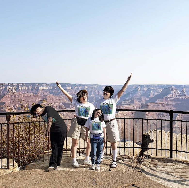 Designer takes Photoshopped family on road trip - 6