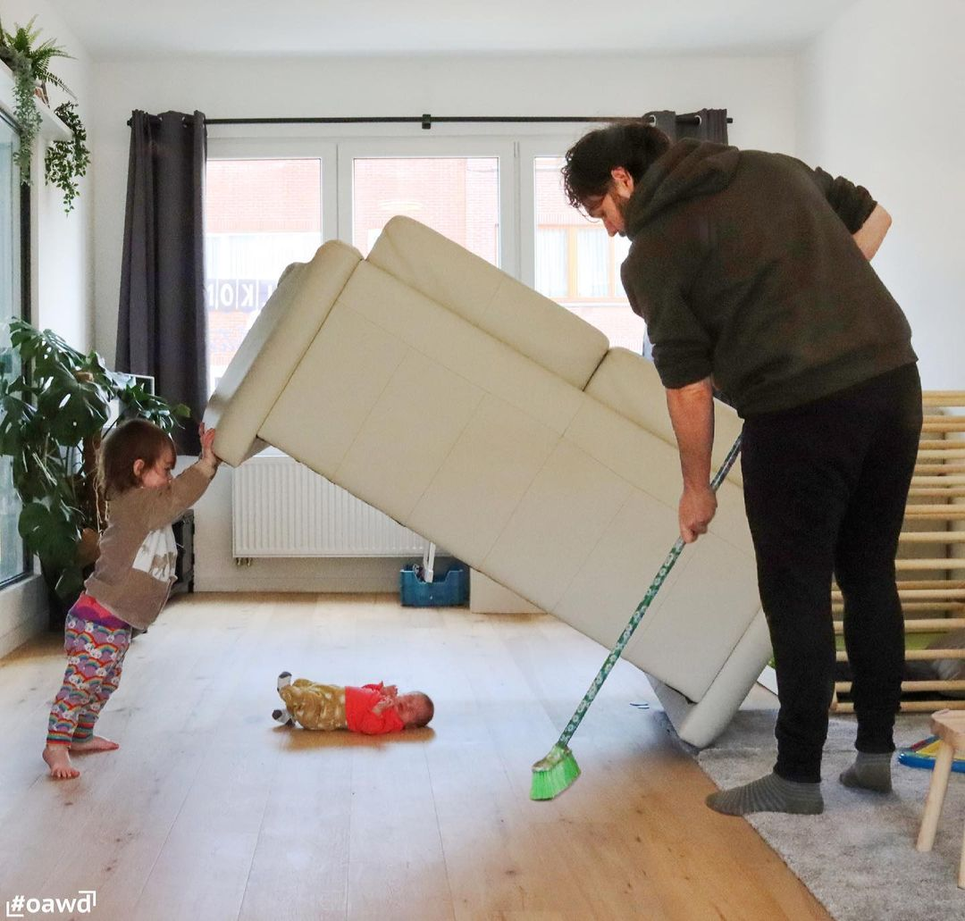 Dad photoshops his kids into dangerous situations to freak out girlfriend - 24