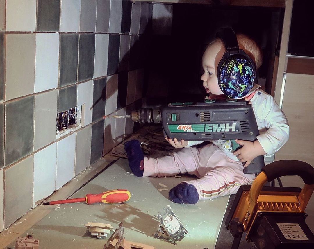 Dad photoshops his kids into dangerous situations to freak out girlfriend - 6
